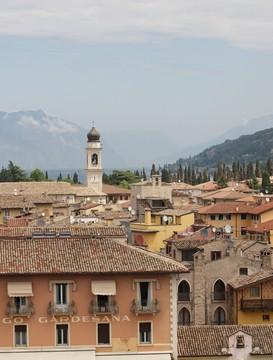civilní svatební obřad na Lago di Garda v Torri del Benaco