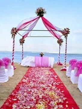 Civilní svatební obřad na pláži u Říma