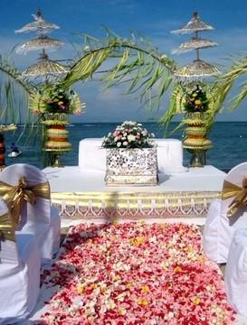 svatební balíček pro právně platnou civilní a církevní svatbu na pláži Eternity Golden